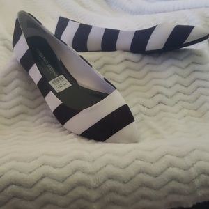 Blk/wht striped Flat shoes 8W
